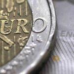 اليورو ينزل عن 87 بنسا أمام الاسترليني