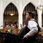 استقالة سياسيين كنديين إثر اتهامات بفعل سلوك مخل بالآداب