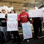 جماعة فرنسية داعمة لضحايا التحرش تغلق خط المساعدة بعد سيل مكالمات