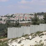 الاحتلال يخطر بهدم 3 منازل ويحظر استخدام مقبرة في بيت لحم