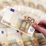 اليورو ينخفض وعوائد سندات الخزانة الألمانية تتراجع بعد بيانات