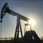 النفط يهبط مع انحسار المخاوف بشأن سوريا بعد ضربات جوية في مطلع الأسبوع