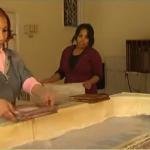 فيديو| مصريات يعملن ضمن برنامج إعادة تصنيع مخلفات القمامة لكسب رزقهن