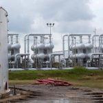 النفط يصعد بدعم تراجع مخزونات أمريكا وانحسار توترات تجارية
