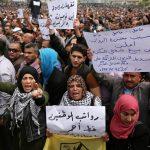 حماس: سياسة قطع الرواتب تكرس الانقسام وفصل الضفة عن غزة
