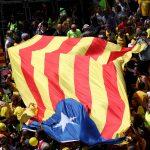 تظاهرة ضخمة في برشلونة احتجاجا على استمرار اعتقال انفصاليين كتالونيين