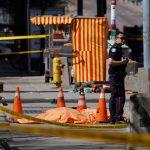 سيارة فان تصعد فوق الرصيف وتقتل اثنين على الأقل في تورونتو