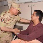 وزير الدفاع المصري يزور مصابي العمليات الإرهابية من الجيش