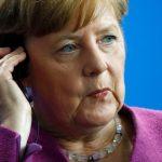 ميركل تطالب أوروبا ببذل المزيد من الجهد لوقف الحرب في سوريا
