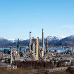 النفط عند مستويات مرتفعة جديدة مع سعى السعودية لزيادة السعر