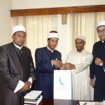صور| قافلة مجلس حكماء المسلمين إلى كينيا تزور جامعة نيروبي وتحاضر في مسجد