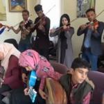 فيديو| اليمنيون يهربون من الحرب إلى الموسيقى