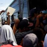 الإدارة الأمريكية تهدد باعتقال مهاجرين يعتزمون عبور الحدود في قافلة