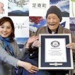 أكبر الرجال سنا في العالم ياباني يبلغ من العمر 112 عاما