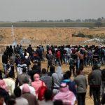 استشهاد 3 فلسطينيين وإصابة المئات على حدود غزة في