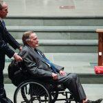 نقل جورج بوش الأب إلى المستشفى بعد ساعات من دفن زوجته