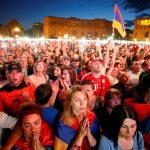 محتجون في أرمينيا يغلقون الطرق المؤدية للعاصمة