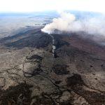 ثورة بركان كيلاويا تضيء سماء هاواي