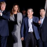 ترامب يستقبل ثلاثة أمريكيين بعد إفراج بيونجيانج عنهم