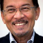 ملك ماليزيا يوافق على العفو عن المعارض أنور إبراهيم فورا