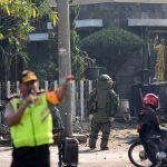 أسرة انتحارية على نهج داعش تهاجم الكنائس في إندونيسيا