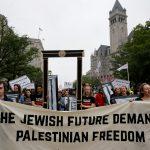 محتجون يهود في واشنطن ينددون بنقل السفارة الأمريكية إلى القدس
