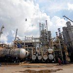 النفط يقفز مع حث أمريكا حلفائها على وقف استيراد الخام الإيراني