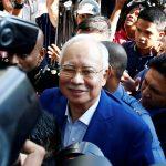 استجواب رئيس وزراء ماليزيا السابق في تحقيق بشأن الفساد