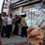«رواتب غزة» بين الوعود وخيبة الآمال