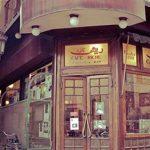 فيديو| مقهى ريش شاهد على تاريخ القاهرة.. وفلفل أقدم نادل في مصر