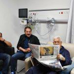 الرئيس عباس يظهر في صور وهو داخل المستشفى الاستشاري