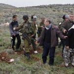 الاحتلال يعتقل 10 صحفيين اعترضوا على مصادرة أراضي بالخليل