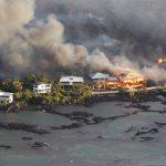الحمم البركانية تطمر منطقتين سكنيتين في هاواي