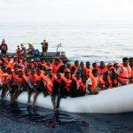 تونس تعتقل مهرب مهاجرين بعد أسابيع من غرق 87 مهاجرا