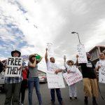 عشرات الآلاف من المحتجين في أمريكا يدعون ترامب للم شمل أسر المهاجرين