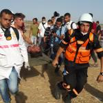 إصابة 89 فلسطينيًا برصاص الاحتلال في جمعة «الوفاء للجرحى» على حدود غزة