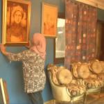 فيديو| مصرية تمارس فن الرسم باستخدام الحرق