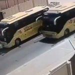 فيديو| سائق حافلة متهور كاد أن يدهس طفلاً أمام منزله بأبوظبي