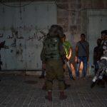 الاحتلال يعتقل 20 فلسطينيا في الضفة الغربية