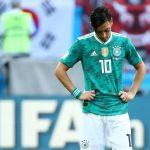 أوزيل لاعب منتخب ألمانيا يدافع عن صورته مع الرئيس التركي