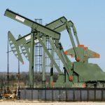 النفط يصعد بدعم من توقعات لنقص في الإمدادات