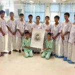 فتية كهف تايلاند يغادرون المستشفى في أول ظهور علني