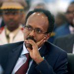 جنود مناهضون لرئيس الصومال يبدأون العودة إلى الثكنات