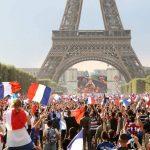 فيديو| احتفالات الفرنسيين في محيط «برج إيفل» بعد الفوز بكأس العالم