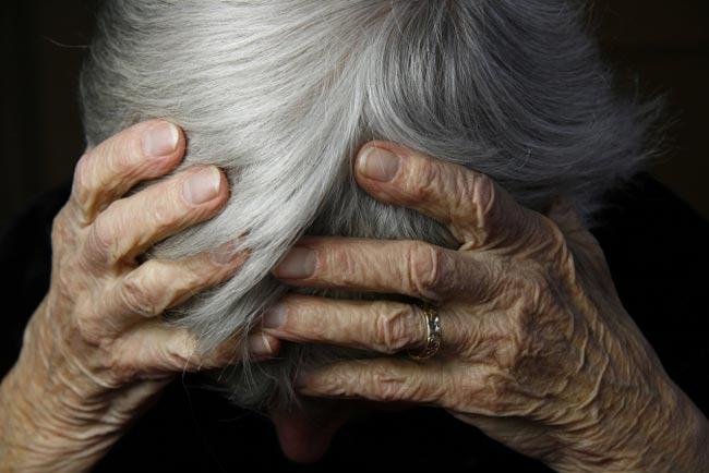 دراسة: أمراض اللثة تفاقم خطر الإصابة بالخرف