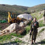 الاحتلال يسلم إخطارات بهدم مساكن ومنشآت في الخليل