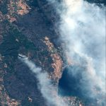 حريق هائل في جنوب كاليفورنيا يقترب من مناطق مأهولة