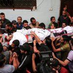 الفلسطينييون يشيعون شهداء جمعة «الحرية والحياة» في رفح