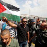 الفلسطينيون يؤدون صلاة الجمعة بالخان الأحمر ردا على الاحتلال