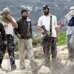 إصابة فلسطينيين بعد مهاجمتهم من قِبل مستوطنين بالضفة